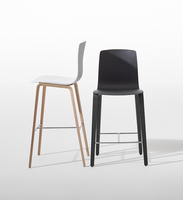 Aava — Bar stool 4 wood legs - Aava Arper  1