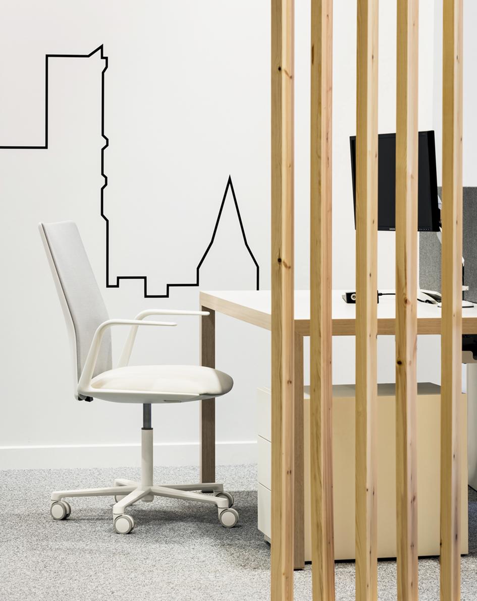 decoraci n working arper la parisienne assurances. Black Bedroom Furniture Sets. Home Design Ideas