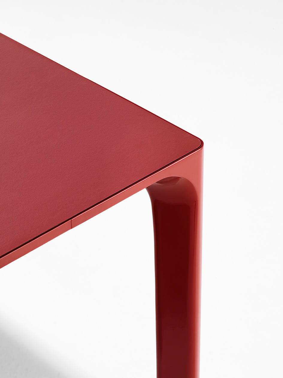 Detail Nuur table by Simon Pengelly